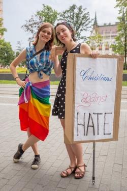 fb_pride17-1
