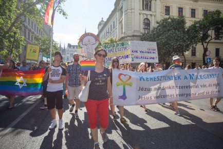 fb_pride17-15